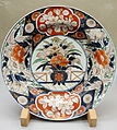 Dish, Imari ware, Edo period, 18th century, flowering plant design in underglaze blue and overglaze enamel - Tokyo National Museum - DSC05341.JPG