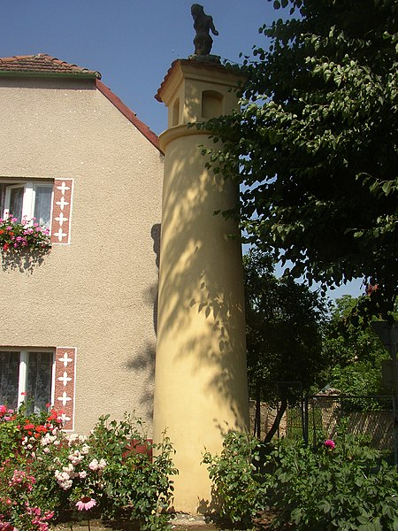File:Dolanky nad Ohri CZ pillar wayside shrine 083.jpg