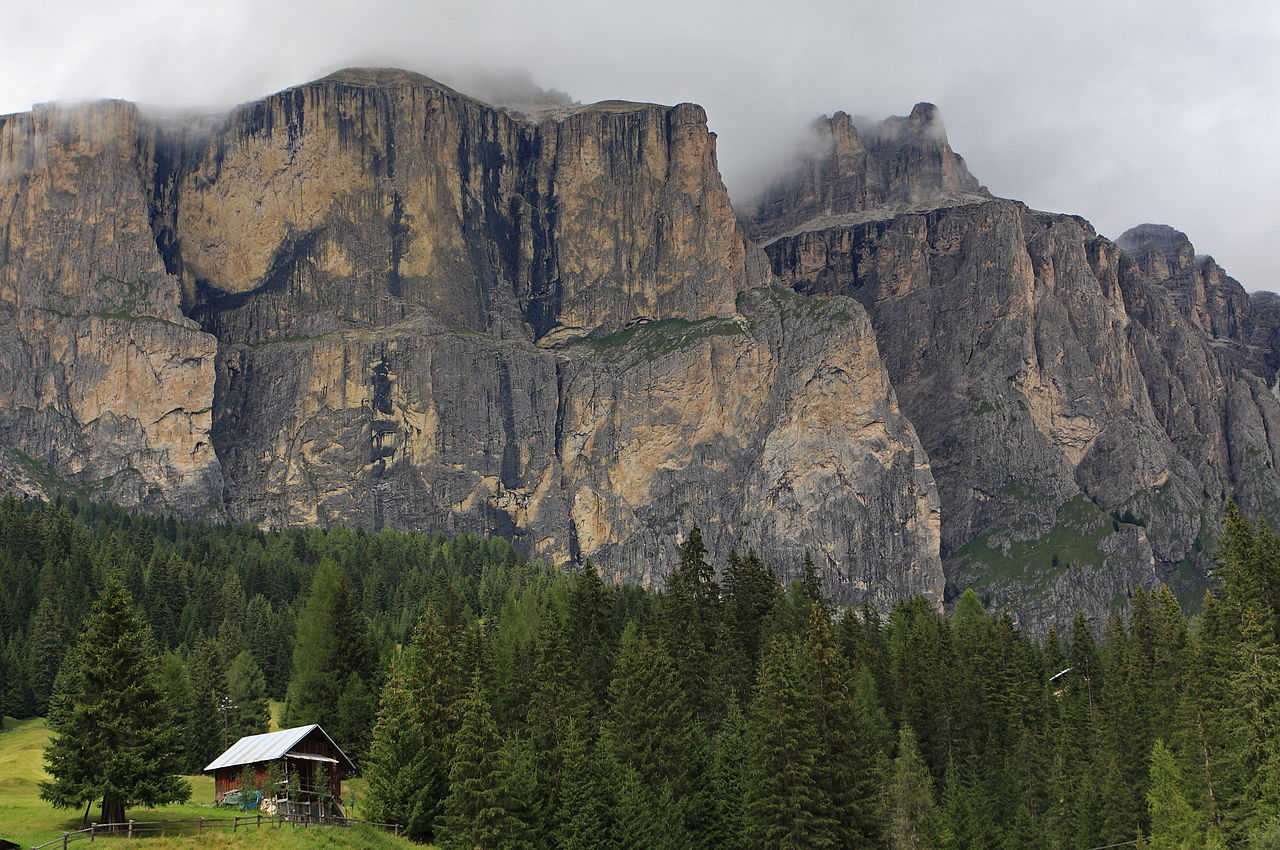 File dolomites mountains of northern italy sella group for Where are the dolomites located in italy