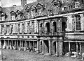 Domaine National - Château, façade sur la cour ovale - Fontainebleau - Médiathèque de l'architecture et du patrimoine - APMH00007577.jpg