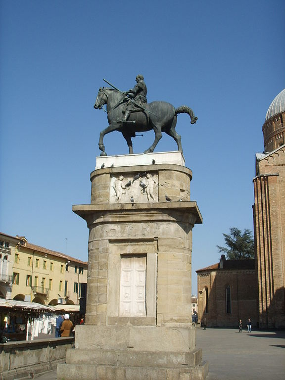File:Donatello, Monumento equestre al Gattamelata 00.JPG ...