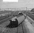 Doordat een diesel-personentrein uit Utrecht C.S. door een rood seinlicht reed, , Bestanddeelnr 916-7674.jpg