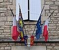 Drapeaux sur l'école de Trucy-l'Orgueilleux (juillet 2019).jpg