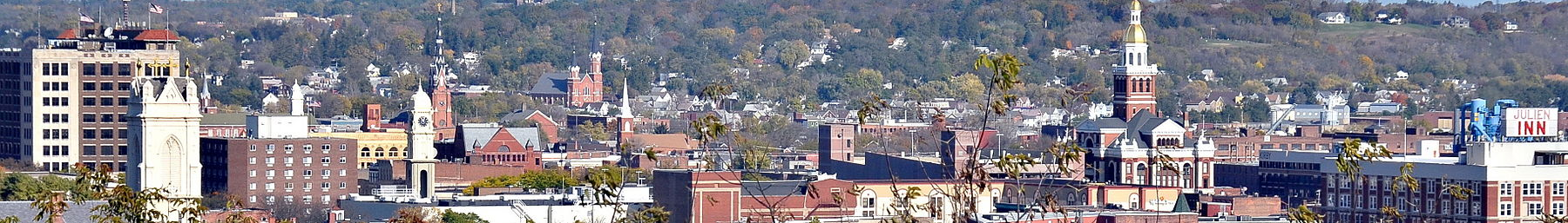 Dubuque Iowa panorama banner.jpg