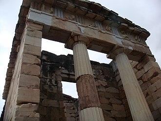 Athenian Treasury - Image: EH Gritaly 120305 07 (Trésor des Atheniens Delphi)