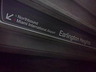 Earlington Heights station - Signige indicating Orange Line transfer