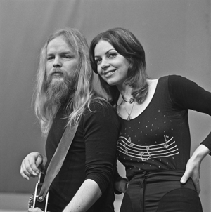 Jerney Kaagman - Jerney Kaagman and Chris Koerts (Earth and Fire) in AVRO's TopPop in 1973.