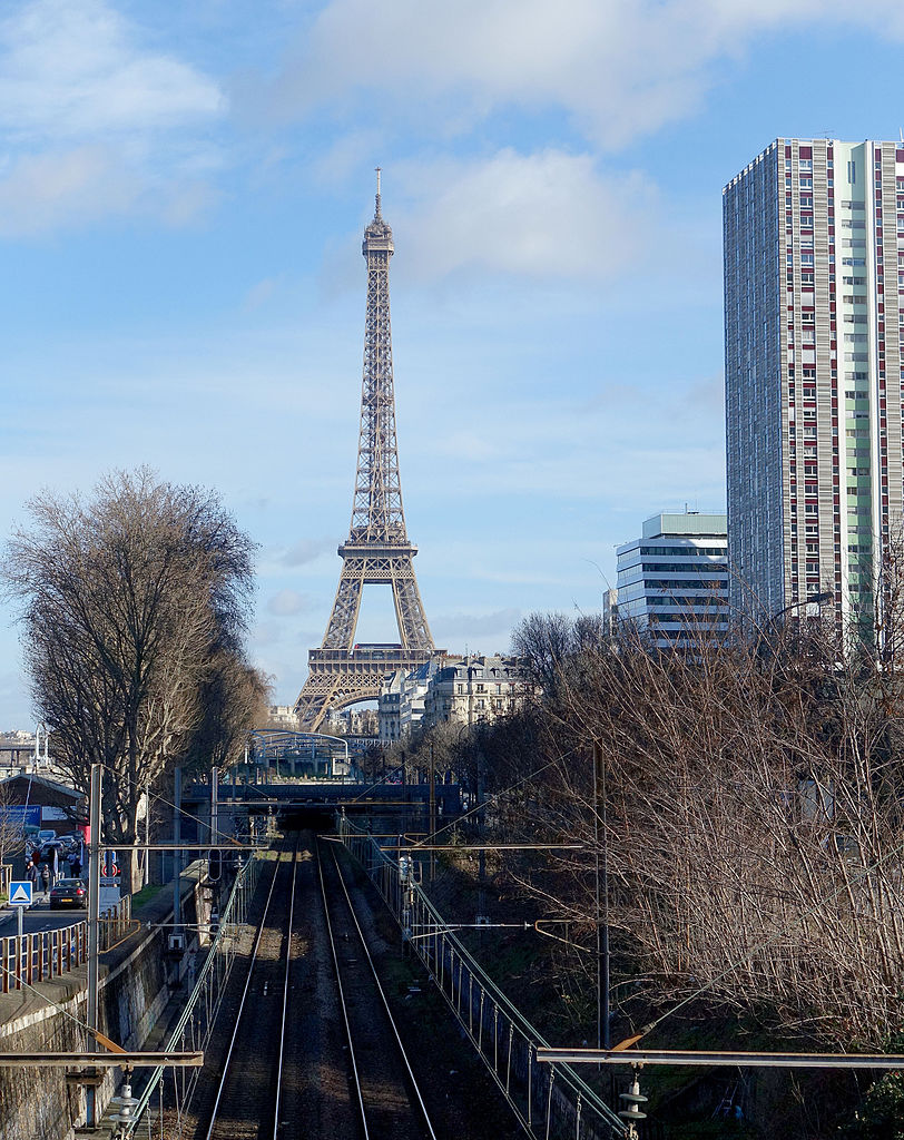 file eiffel tower and rer c paris 7 february wikimedia commons. Black Bedroom Furniture Sets. Home Design Ideas