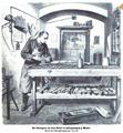 Ein Gefangener bei seiner Arbeit im Zellengefängnis zu Moabit.png