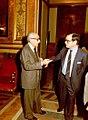 El vicepresidente 1º del Gobierno y de Asuntos de Defensa conversa con el ministro de Administración Territorial.jpg