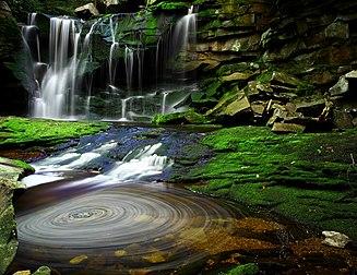 Les chutes d elakala dans le parc d état de blackwater falls en