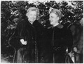 Eleanor Roosevelt and Dorothy Ducas in Hyde Park - NARA - 195995.tif