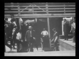 Archivo: Emigrantes (es decir, inmigrantes) aterrizando en Ellis Island -.webm