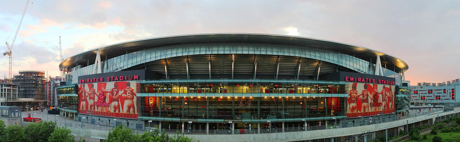 1920px-Emirates_Stadium_east_side_at_dusk.jpg