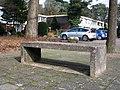 Emmerhout betonnen bankje rechthoek.JPG