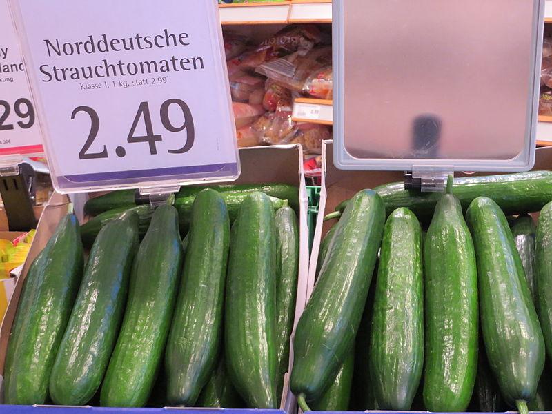File:Etikettenschwindel, Gurken an Stelle von Norddeutschen Strauchtomaten.JPG