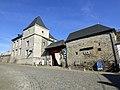 Façade de la ferme-château de Treignes.jpg