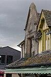 Façade est de la maison adossée aux remparts (Le Mont-Saint-Michel, Manche, France).jpg