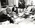 Felipe González se reúne con alcaldes de grandes ciudades y representantes de la Federación Española de Municipios y Provincias. Pool Moncloa. 5 de junio de 1985.jpeg