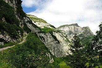 Fil de Cassons - Fil de Cassons eastern face into Val Bargis valley, Scala Mola path.