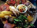Flickr - cyclonebill - Serranoskinke, frugt, pølse, tortilla, oliven, manchego, salat, hummus og empanadas.jpg