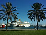 Foto del Crucero Costa Magica en el Muelle de Santa Catalina del Puerto de Las Palmas de Gran Canaria (6432574287).jpg