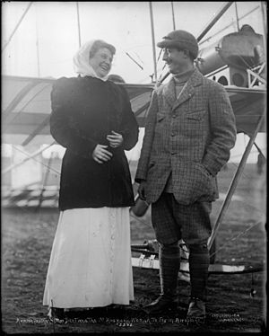 Louis Paulhan - Paulhan and passenger Mrs. Dick Ferris at the Los Angeles Air Meet