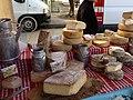 Fromages au marché de Malaucène.jpg