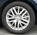 Front tire and 17 inch wheel of NISSAN FUGA.jpg