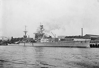 HMS Furious (47) - Furious as originally completed. She had a flying-off deck for aircraft forward.