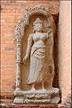 Gardienne du temple Preah Kô (Angkor) (6823876596).jpg
