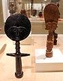 Ghana, akan, figurine femminili della fertilità, xx secolo.jpg