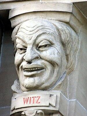 Theater Gießen - Allegorische Darstellung des Witzes an der Fassade