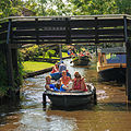 Giethoorn Netherlands Channels-and-houses-of-Giethoorn-13.jpg