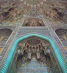 نمایی از ایوان اصلی مسجد گوهرشادِ مشهد از صحنِ آن
