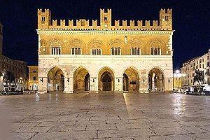 Palazzo Comunale, Piacenza - Palazzo Gotico by night.