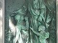 Grabstätte Familie Seitz - Reliefdetail mittlerer Teil Hauptfriedhof Freiburg.jpg