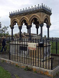 Grace Darling monument, Bamburgh.jpg