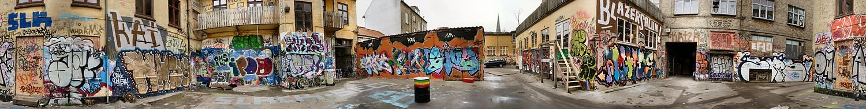 Graffiti og tags i en baggård i Mejlgade i Aarhus