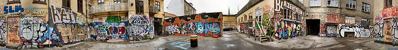 پرونده:Graffiti i baggård i århus 2c.jpg