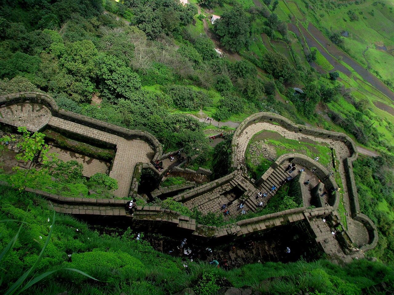 चित्र:Greenery at Lohagad Fort.jpg - विकिपीडिया