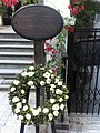 HK Mid-levels 些利街 Shelley Street with flowers n sign Dr Jose Rizal Jan-2011.jpg