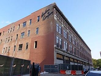 Halsey Street (Newark) - Image: Hahnes@Halsey New St 2015renovate