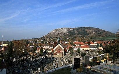 Hainburg an der Donau Friedhofskapelle Braunsberg 2011 b.jpg