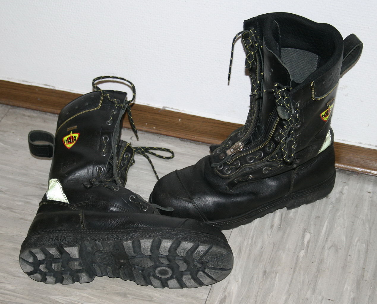 File Haix Boots Jpg Wikimedia Commons