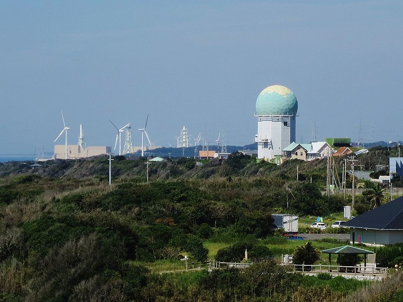 File:Hamaoka NPP and Omaezaki Wind Power Station Phase 1 view from Omaezaki Lighthouse.jpg