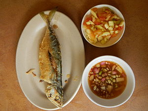 Short mackerel - Fried short-bodied mackerel (hasa-hasa, with tomato-mango and vinegar-onion sauces, the Philippines)