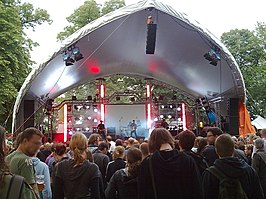 Haunts live op het Saddlespan-podium in 2009.