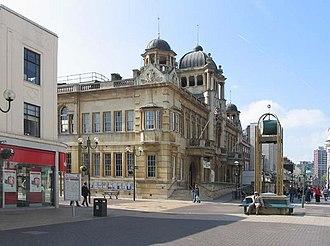 Ilford - Redbridge Town Hall, High Road, Ilford