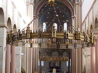 Hezilo chandelier - In St. Godehard, 2011